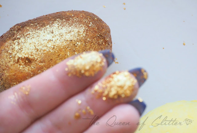 Lush Cosmetics Golden Egg glitterinen kylpypommi