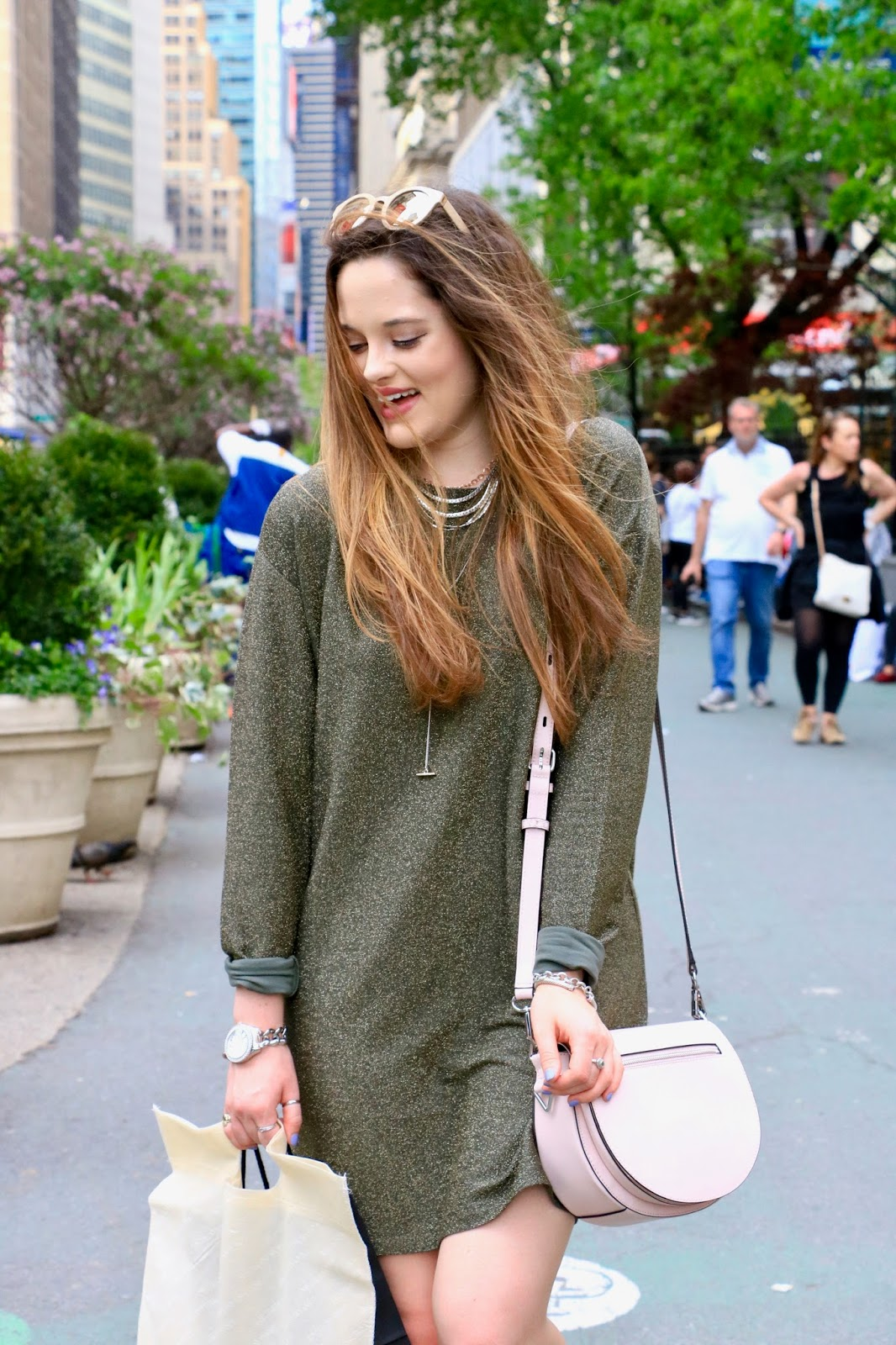 Fashion blogger Kathleen Harper shopping in NYC