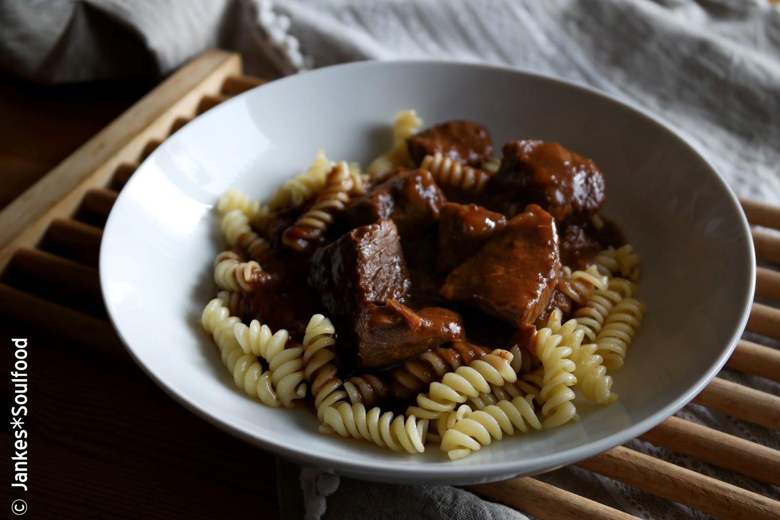 Gulasch aus Rindfleisch