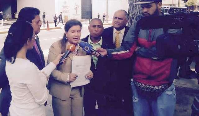 diputados-piden-ante-mp-liberacion-de-jovenes-de-la-villa-juzgados-por-tribunales-militares