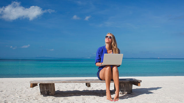 Cara Nikmati Liburan Tanpa Memikirkan Pekerjaan