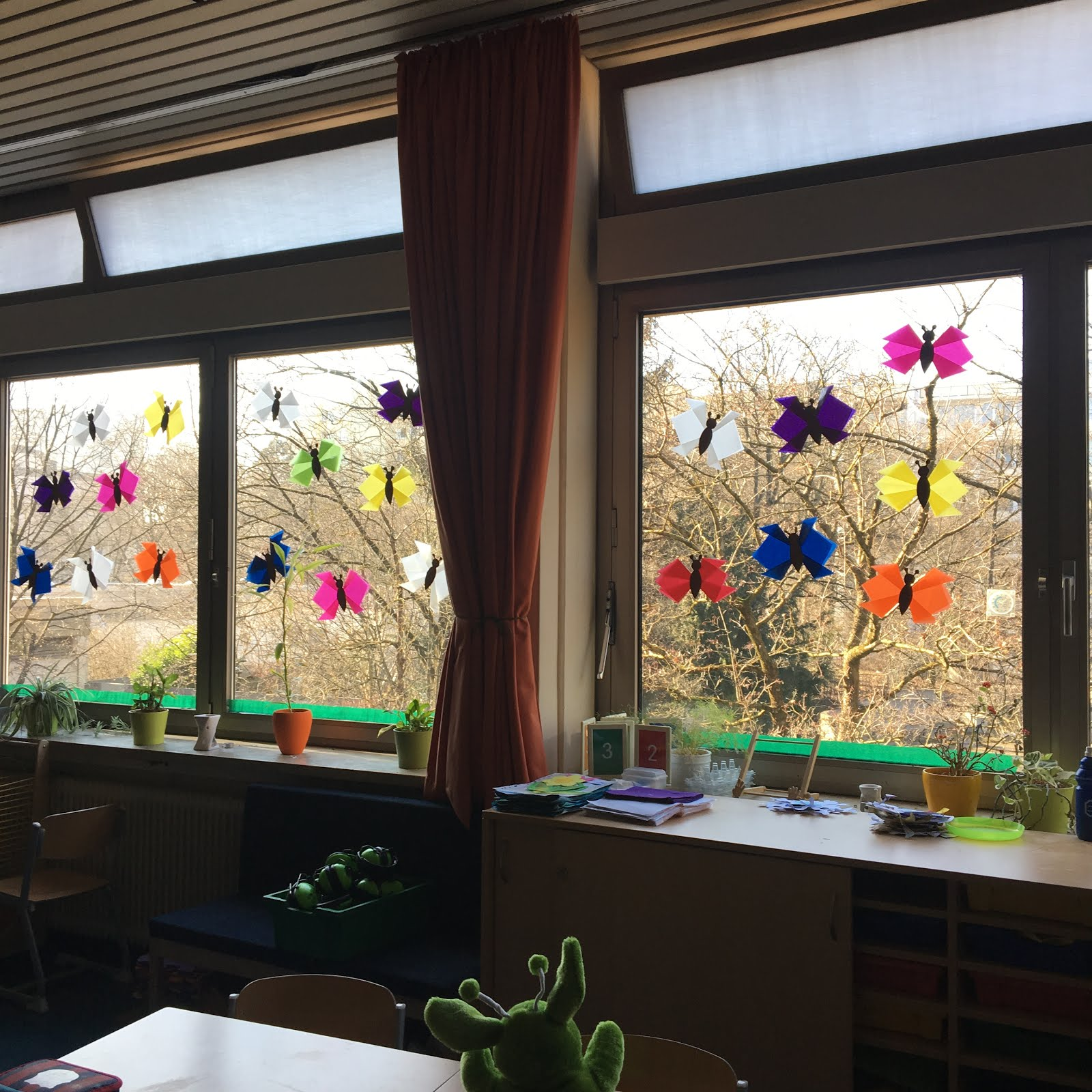 Einfache Fensterdeko Fruhling Schmetterlinge Aus Transparentpapier