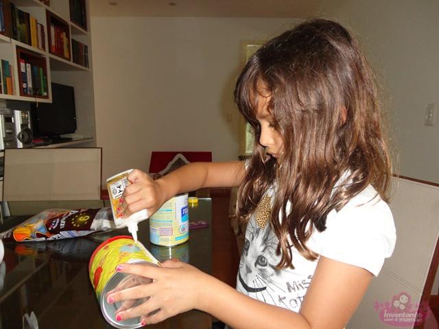 Aproveitando material reciclado para construir brinquedos