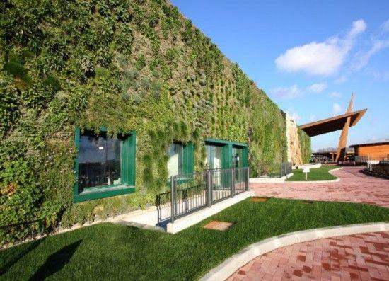 gambar 3 taman vertikal garden terbesar didunia