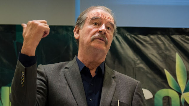 Vicente Fox llama a AMLO 'remedo de chachalaca'