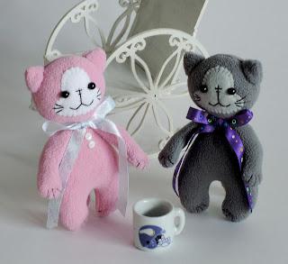 котики и чашка