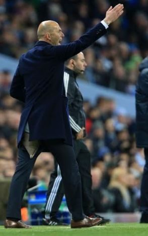 Madrid Coach-Zidane's Trousers gets torn for the second time, Lol!