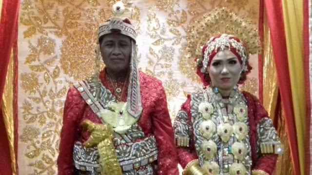Habiskan Ratusan Juta, Akhirnya Dosen 64 Tahun ini Menikahi Magfira (23)