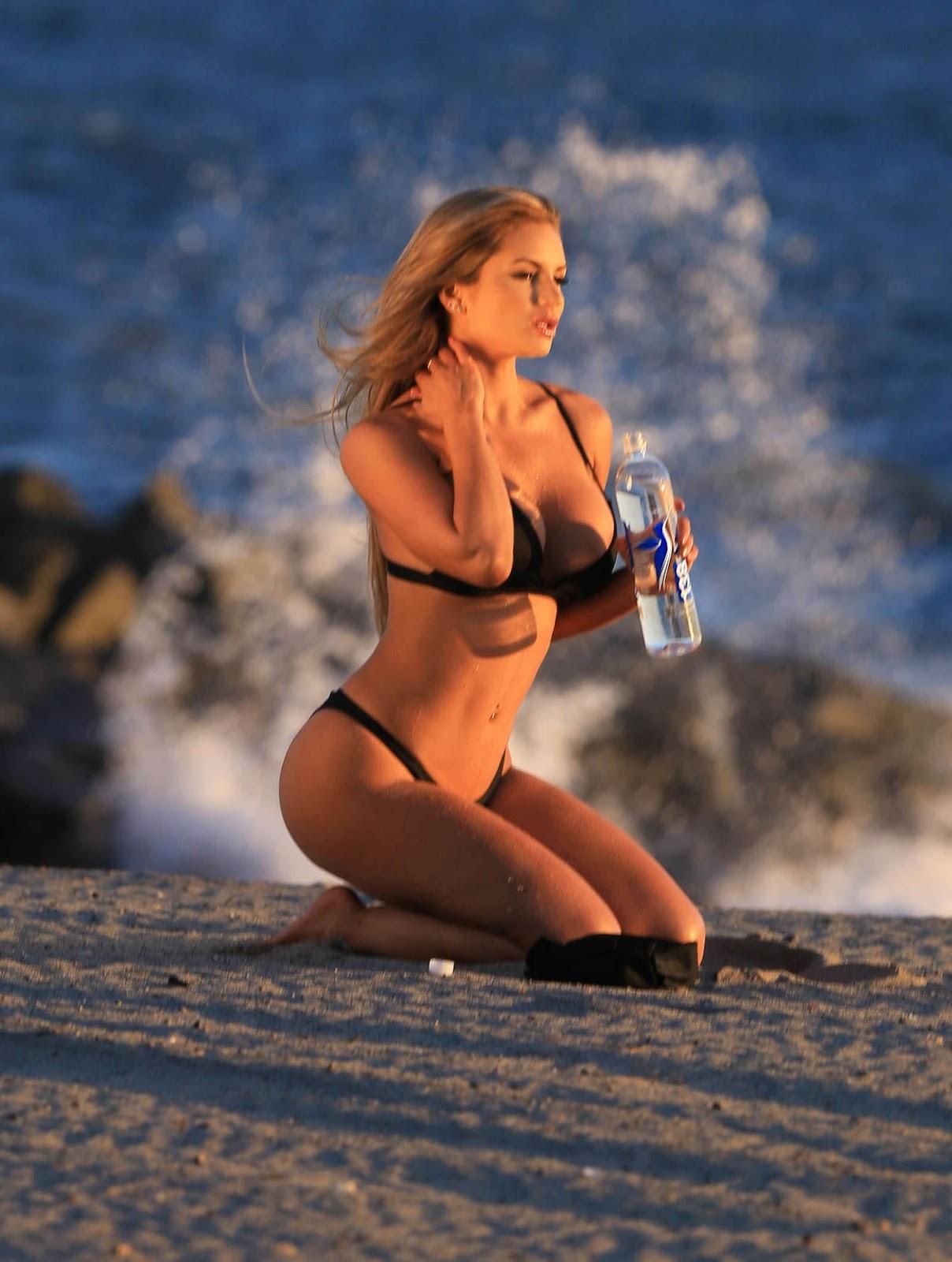 amy lee sexy bikini pics 03