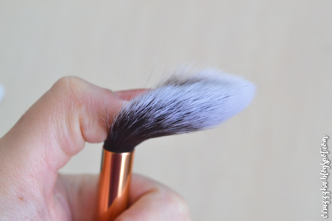 Ipsy Glam Bag LUXIE 640 Pro Precision Tapered Brush in Periwinkle Blue Review Photos