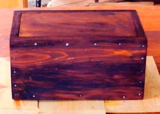 Cajita de madera con cerradura oculta