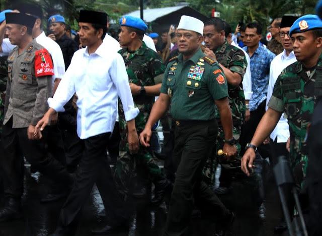 Mengagetkan, Ternyata Ini Rahasia Panglima TNI Pakai Peci Putih Yang Berbeda dengan Presiden Saat Aksi 212