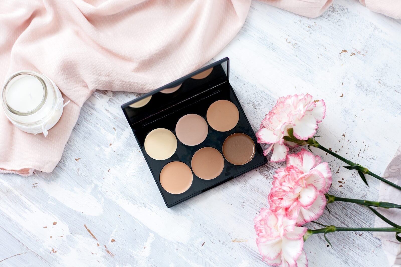 paletka do konturowania od Sleek - Cream Contour Kit w wersji Light.