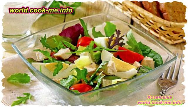 Салат с курицей, помидорами и яйцами