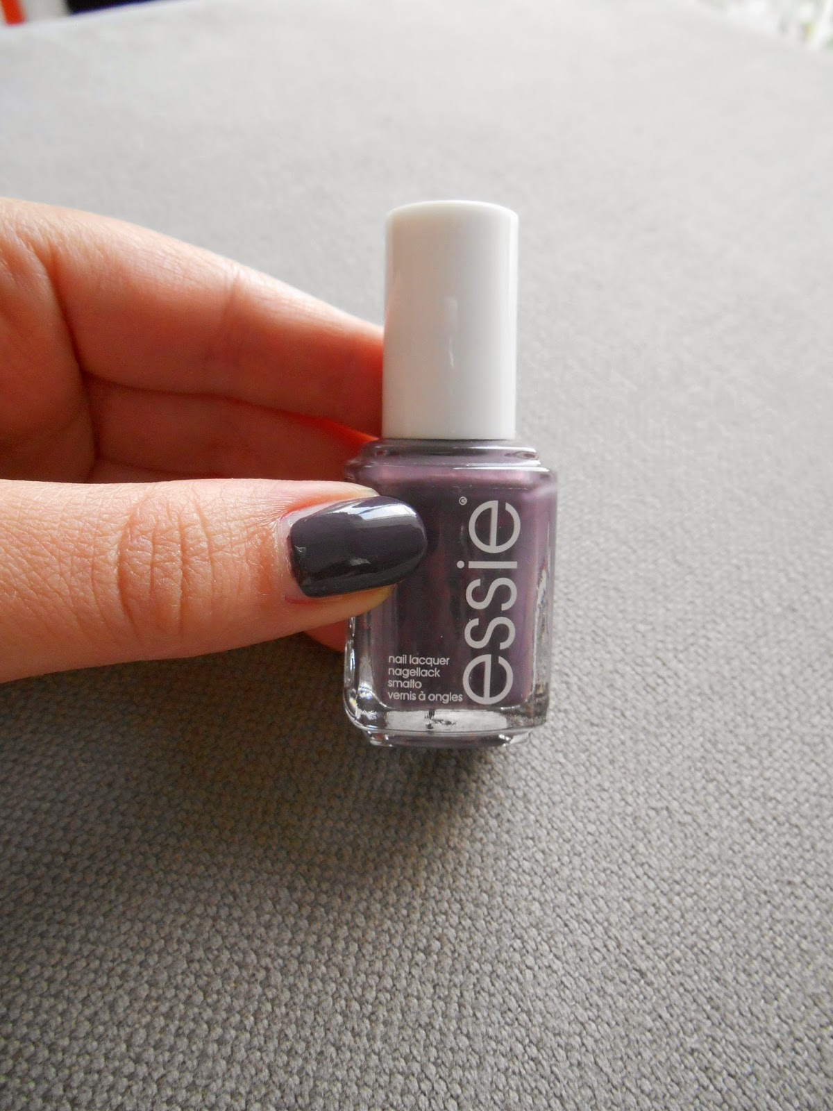 Essie – 'Smokin Hot' Swatch & Review