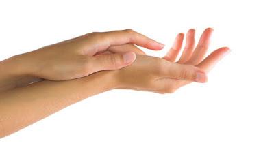 beauty-nails-four_homemade_remedies_to_cure_dry_hands طرق سهلة وسريعة ليدين ناعمتين