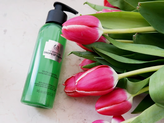 Written In Red Letters: The Body Shop Drops of Youth Liquid Peel: Ein wahres Wundermittel?