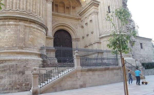 Un primer informe de Cultura rechaza la rampa para que las cofradías entren en la Catedral de Málaga