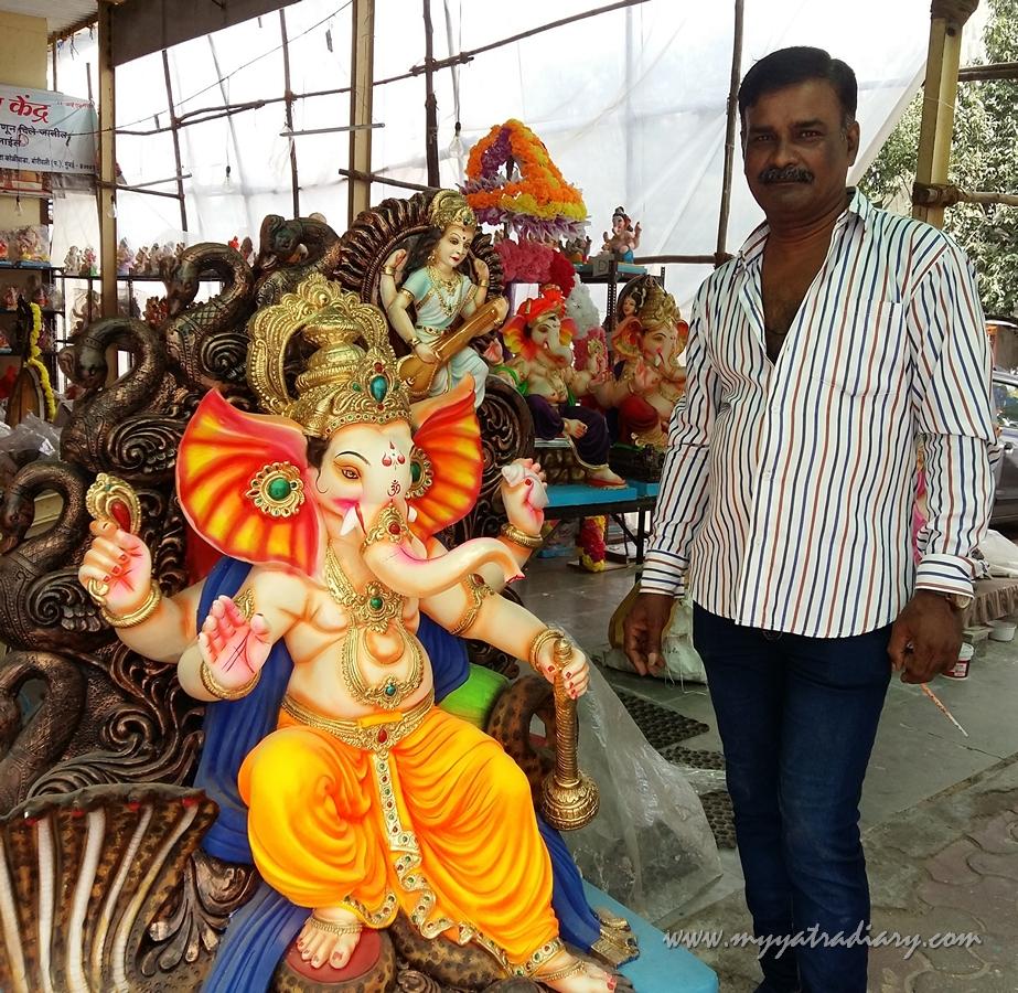 Artist who painted Ganeshas, Ganesh Chaturthi, Mumbai