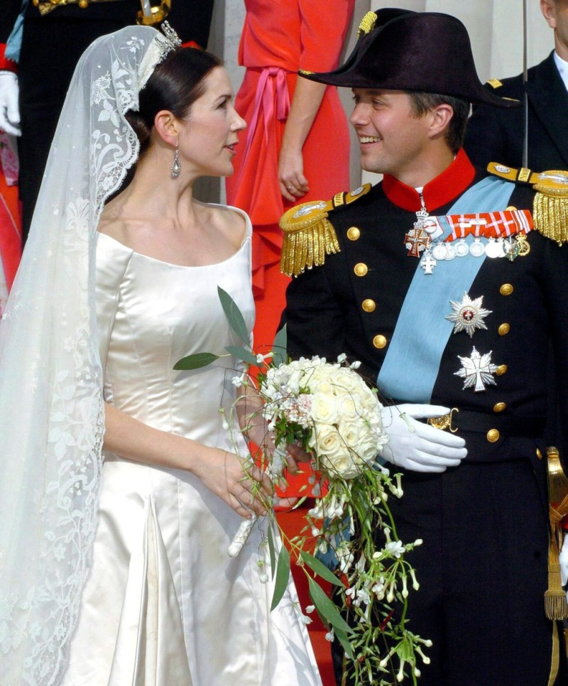 The Back Of Her Dress Is Also Best Place To See Gest Heirloom Day Crown Princess Margaret S Veil Ped Down Through Family By Queen
