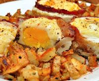 Μπέικον, αβγά, τομάτα και τυρί τσένταρ  - by https://syntages-faghtwn.blogspot.gr
