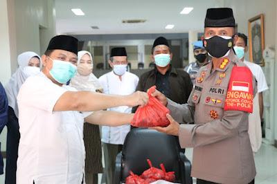 Polres Metro Tangerang Kota Salurkan Daging Qurban, Libatkan RPH dan UMKM