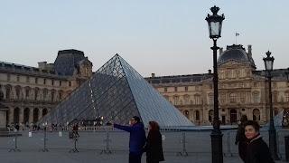 Der Louvre und das Louvre Museum in Paris-Frankreich