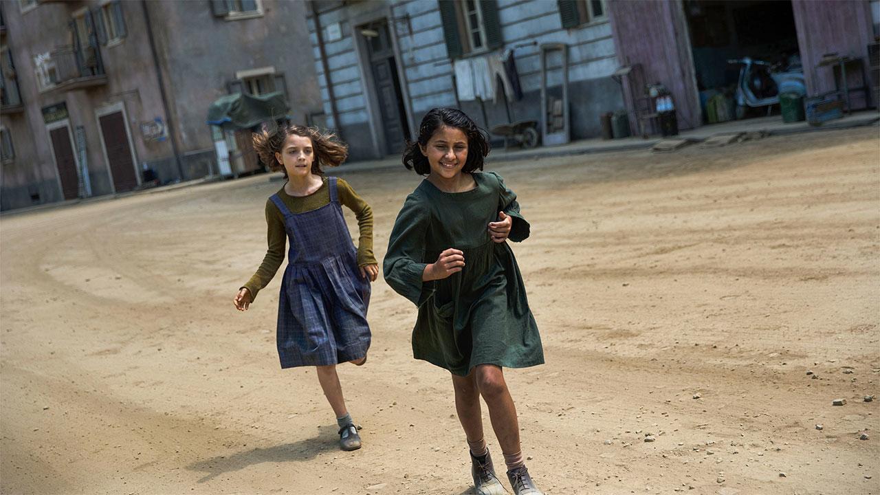 Lila y Lenù,  en la primera temporada de La Amiga Estupenda