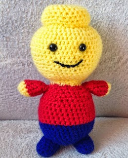 http://translate.google.es/translate?hl=es&sl=auto&tl=es&u=http%3A%2F%2Ftheperfecthidingplace.blogspot.co.uk%2F2014%2F08%2Fcrochet-amigurumi-lego-man-free-pattern.html
