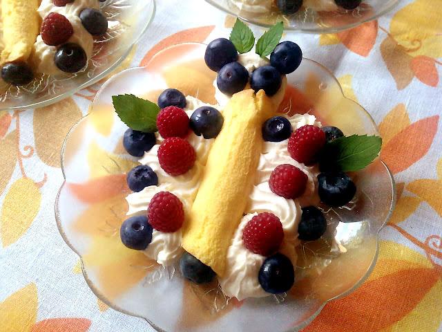 MOTYLKI BISZKOPTOWE z owocami :)