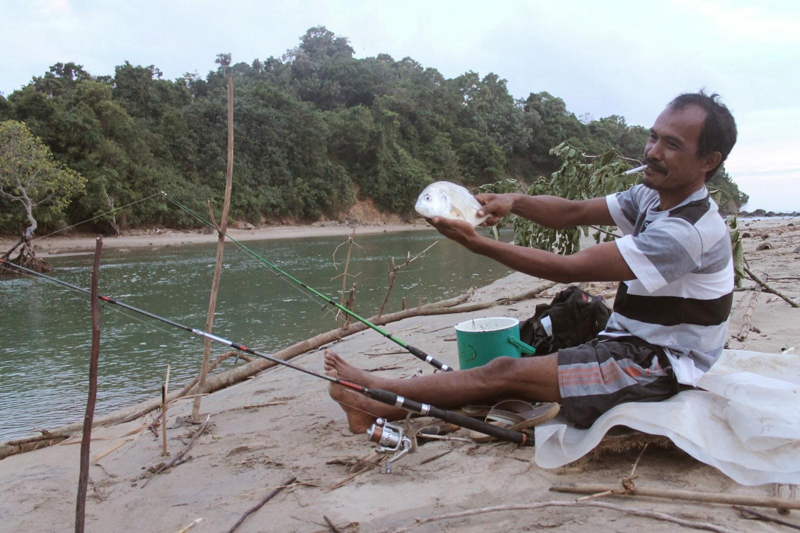 Pantai Tamban, Tempat Favorit Bagi Para Pemancing - Motivasinews.com