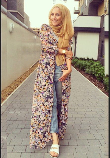 Model bLong dress casual dengan motif floral untuk hijabers