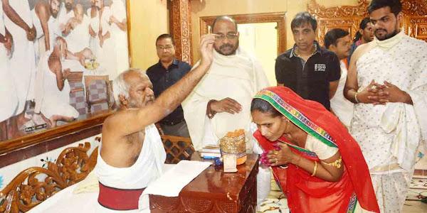 श्री मोहनखेड़ा महातीर्थ में गुरुमंदिर प्रतिष्ठा एवं स्मृति मंदिर ध्वजारोहण महोत्सव में सेवा दे रहे झाबुआ श्री संघ के कई युवा