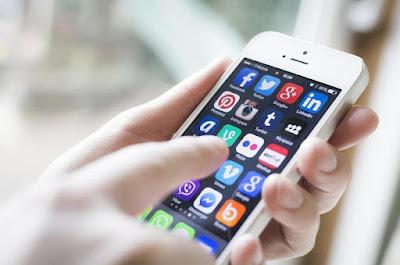 Social-media-on-smartphones