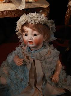 Antiguo muñeco de caracter en el desembalaje de Asturias