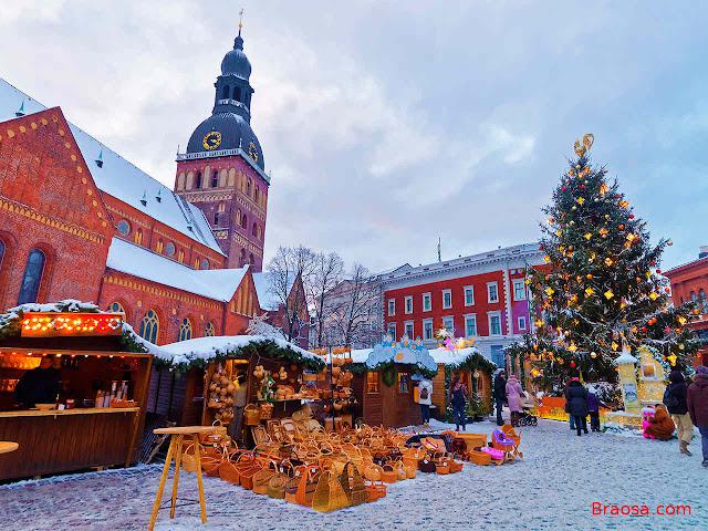 Mercato natalizio di Riga in Lettonia