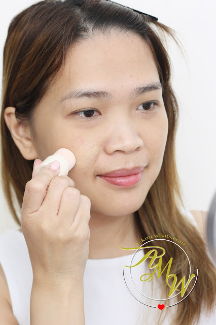 a photo on how to apply Benefit POREfessional Pore Minimizing Makeup