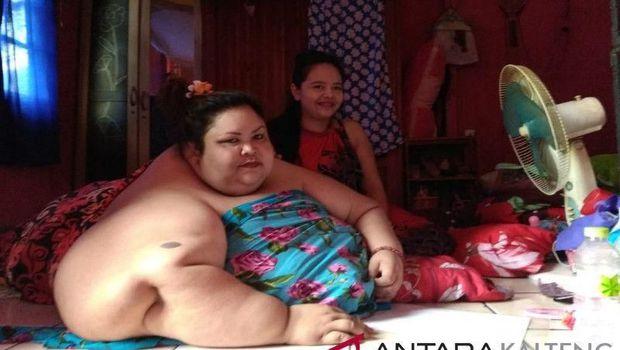 Wanita 350 Kg di Kalteng akan Diangkat Truk Forklift atau Damkar