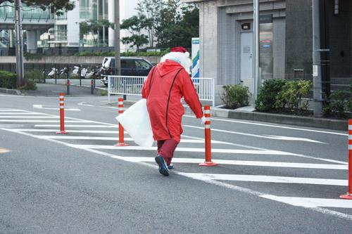 車道や中央分離帯の清掃はしないでね