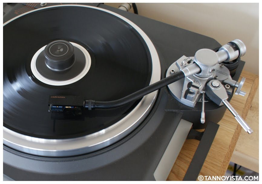 Top view of the TRIO KENWOOD L-07D Turntable - Tannoyista.com