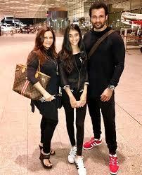 Manasi Joshi Roy, Biography, Profile, Age, Biodata, Family, Husband, Son, Daughter, Father, Mother, Children, Marriage Photos.