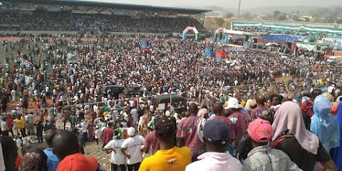 President Buhari Welcomed by massive Crowd in Kogi State