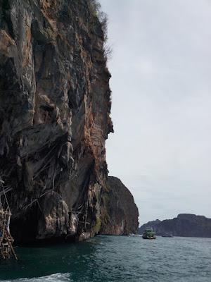 "<a href=""url gambar""><img alt='phi phi islands"" src=""urlgambar"" title=""phi phi islands"" />"