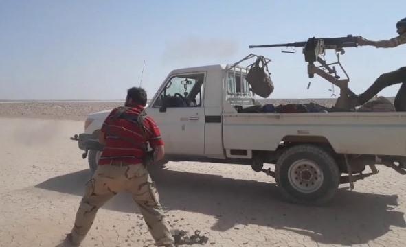 بسبب سيارة جيش المغاوير يهاجم الشرطة المدنية في مخيم الركبان!