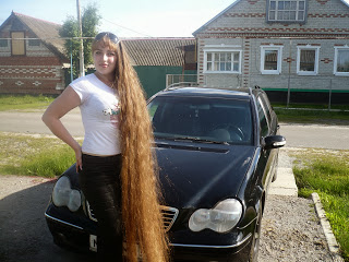 Long Hair Pictures Girl with floor length hair