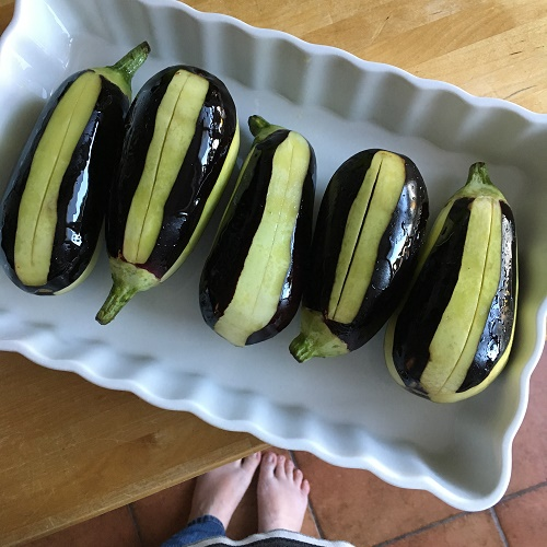 Karnıyarık ~ gefüllte Aubergine mit Rinderhack in Tomatensauce