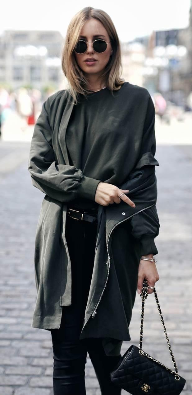 cute fall outfit idea / coat + top + black jeans + bag