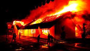 Sebuah Bangunan Kontrakan di Karawang Hangus Terbakar