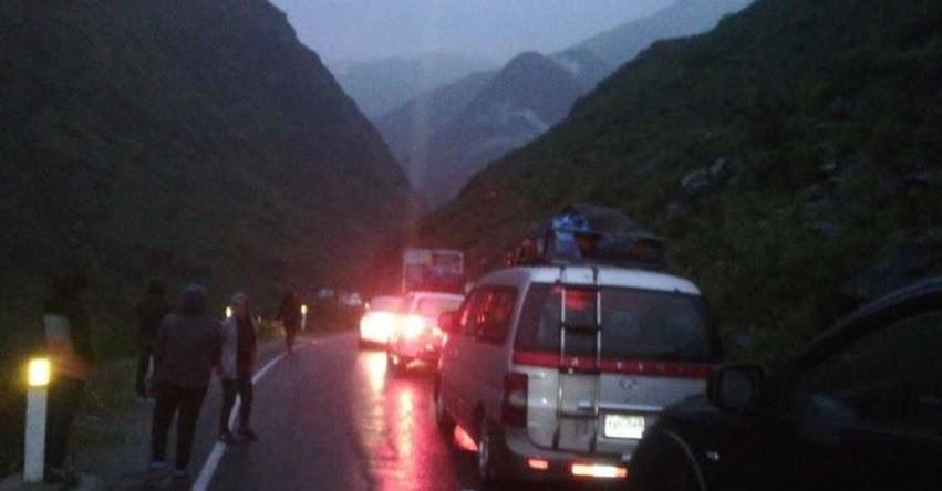 Huaico bloquea kilómetro 125 de la carretera Lima-Yauyos