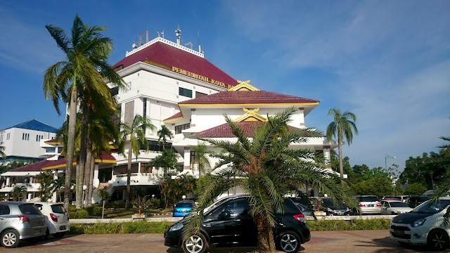 Mayor Office beside Batam City Square - Image: Author